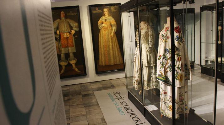 projekt-wystawy-szlachta-slaska-muzeum-miedzi-gabloty-stroje