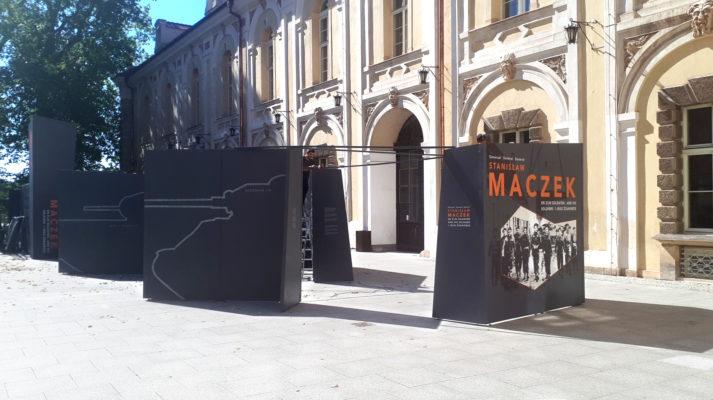 projekt-wystawy-mobilna-general-maczek-scianki