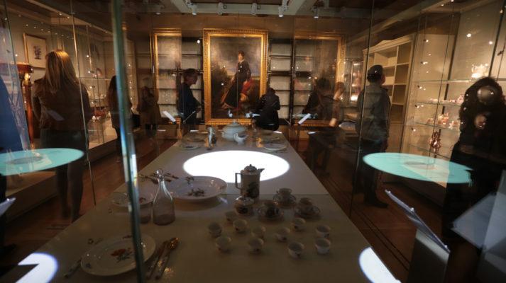projekt-wystawy-muzeum-pana-tadeusza-wroclaw-gabloty-zastawa